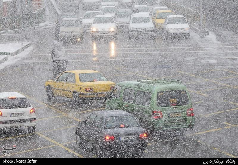 Schwere Schneefälle: Flughäfen und Schulen schließen