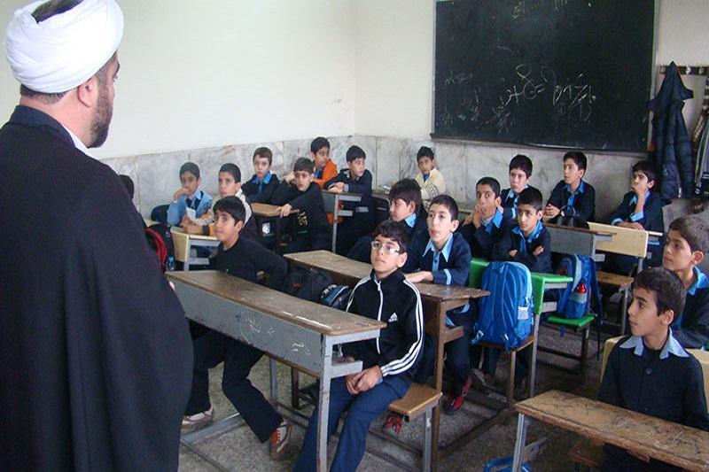 Absolventen von Theologieschulen als Farsi-Lehrer
