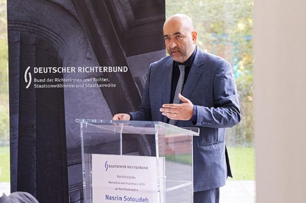 Omid Nouripour bei der Verleihung des Menschenrechtspreises des Deutschen Richterbundes - Foto: drb.de