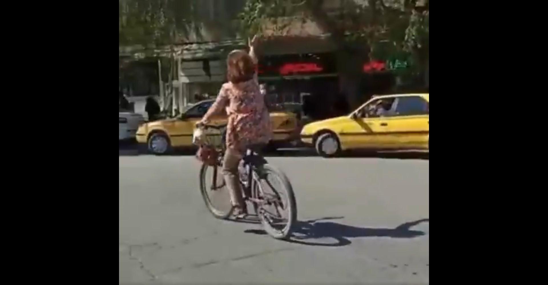 Iranerin bricht Tabu in ultrakonservativer Kleinstadt