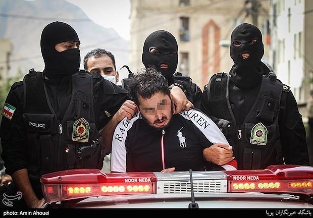 Polizei in Teheran demütigt einen Mann