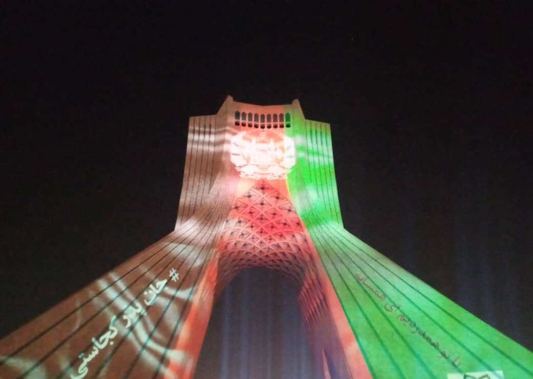 Iran: Solidaritätsaktion für Kabul, Terroranschlag Kabul Universität, Azadi-Turm, Freiheitsturm, Lichtinstalation, Teheran, Stadtverwaltung Teheran, Sozialen Netzwerken