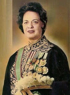 Farrokhroo Parsa war von 1968 bis 1975 Ministerin für Bildung und Erziehung im Iran und wurde nach der Revolution hingerichtet!