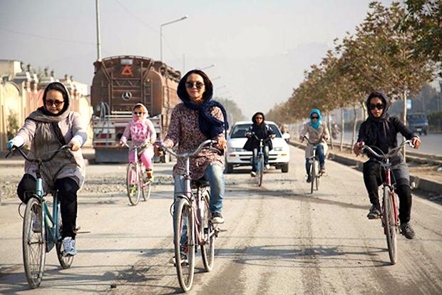 """Auf dem Fahrrad ins """"Zentrum der Fäulnis"""""""