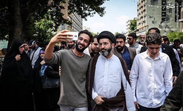 Mit solchen Bildern wird Modschtaba Khameneis Nähe zum Volk demonstriert