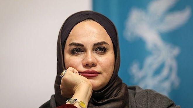 Die Regisseurin Narges Abyar wird von den islamischen Hardlinern wegen ihrer Antikriegshaltung getadelt und von den Oppositionellen wegen ihrer Nähe zu bestimmten Kreisen des Regimes kritisiert