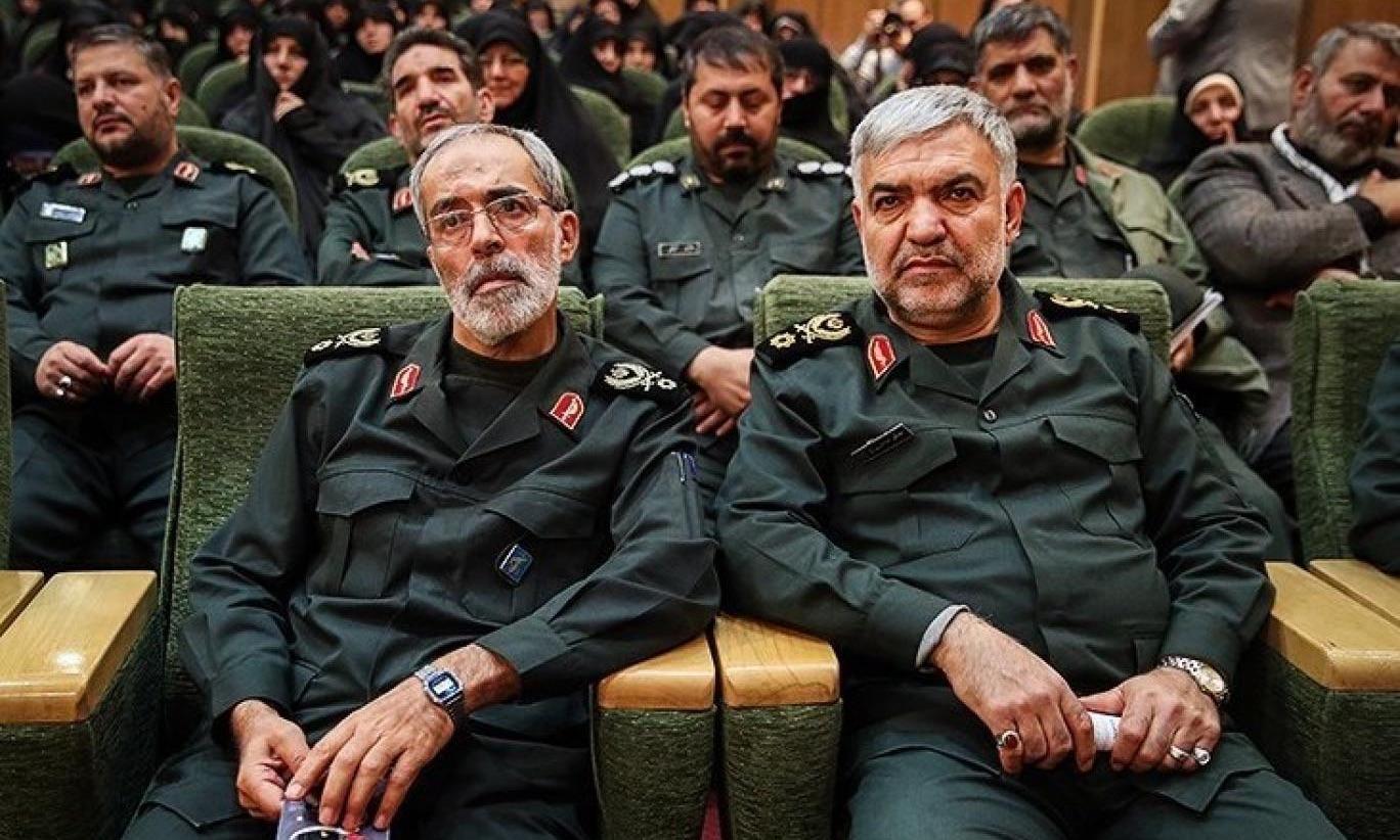 General Hossein Nedjat (links)