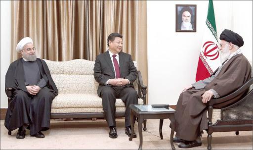 Irans Staatsoberhaupt Ali Khameni (re.) empfängt selten ausländische Gäste - eine der Ausnahmen ist Chinas Präsident Xi Jinping!