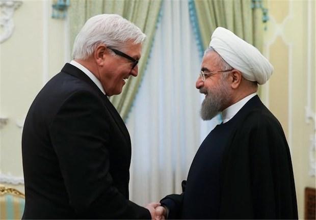 Irans Präsident Rouhani mit dem deutschen Außenminister Frank Walter Steinmeier