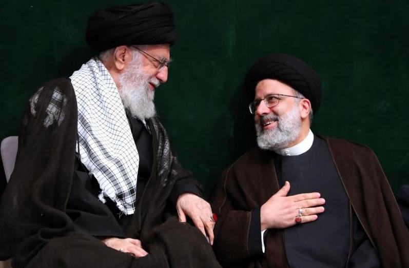 Irans Staatsoberhaupt Ali Khamenei (li.) und der neue Präsident des Iran Ebrahim Raissi