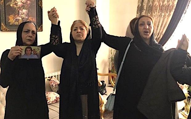 Trauende iranische Mütter werben für ein Boykott der Präsidentenwahl 2021