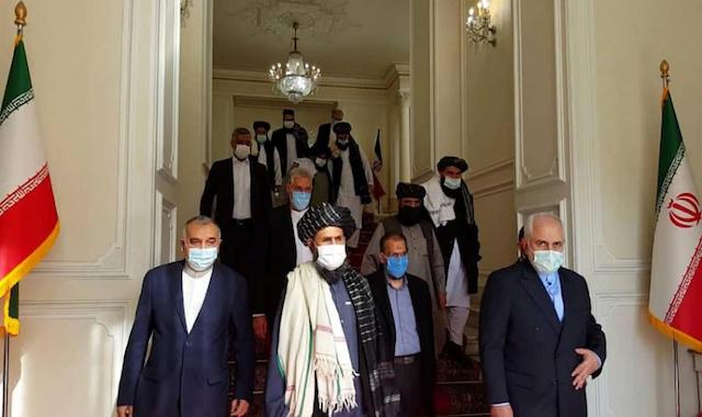 Irans Außenminister (vorn, rechts) empfängt die Delegation der Taliban - Foto: irdiplomacy.ir