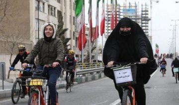 Fahrradfahrende Frauen im Iran