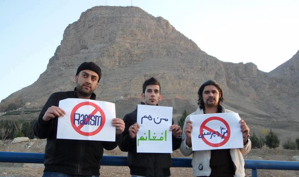 """Nach jeder Aktion gegen afghanische Flüchtlinge im Iran gibt es spontane Gegenaktionen seitens der jungen Iraner - Foto: """"Ich bin ein Afghane"""", """"Rassismus verboten""""!"""